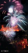 Feuerwerk vor der Kulisse des Schlosses.
